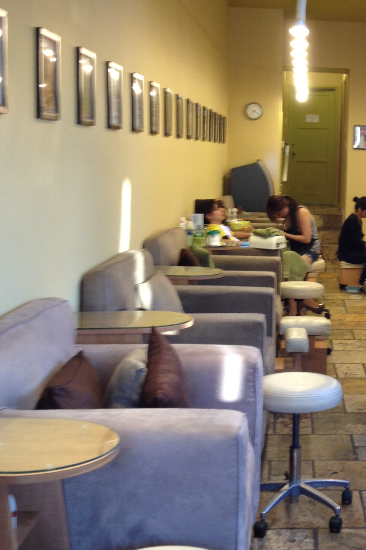 Bellacures larchmont village salon review polishment for Accolades salon reviews